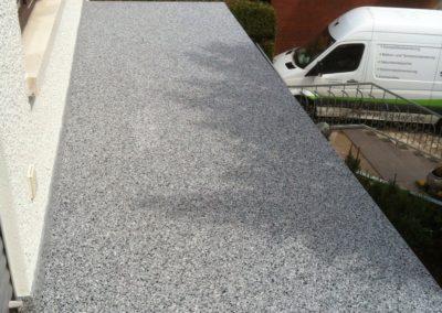 Balkonsanierung-moderner-Steinteppichbelag