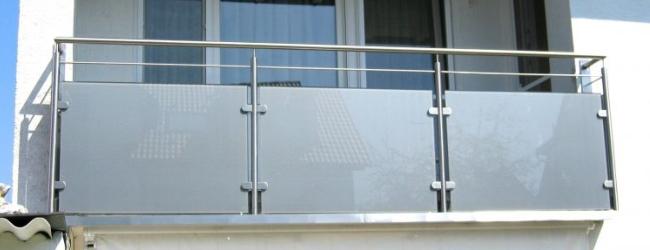 balkonsanierung-edelstahlgelaender-milchglas-mit-rinne